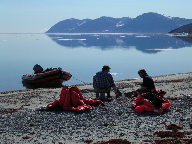 Lunch time at Ardencaple Fjord, July 2004